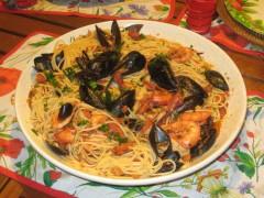 spaghetti alle cozze,vongole e gamberoni.JPG